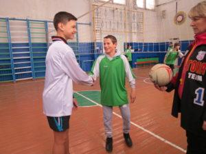 Совревнования по волейболу. Приветствие капитанов