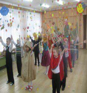 Танец «Листики» (подготов.гр. воспит. Малышева Н.И)