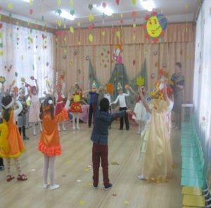 Танец «Листопад» (ср.гр. воспитатель Зайцева Л.А.)