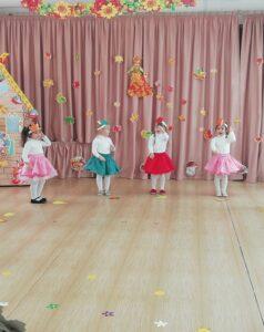 Танец «Листопад» (1-я разновозрастная группа)