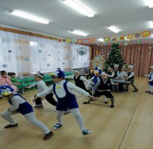 Танец «Пингвинов» 1 разновозрастной группы