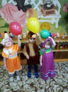 Лиса, Медведь и Маша дарят Светофору потерявшиеся цвета