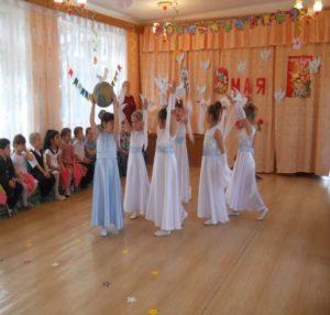 Танец « Стая белых голубей» (воспитатель Конева Е.А.)