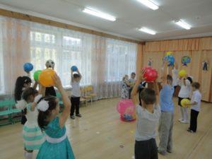 Танец с мячами