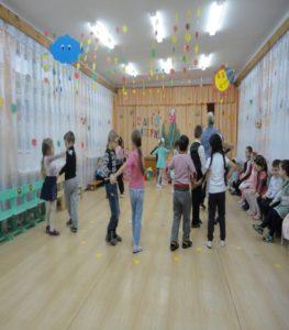 Танец для мам от подготовительной группы (воспитатель Малышева Н.И.)