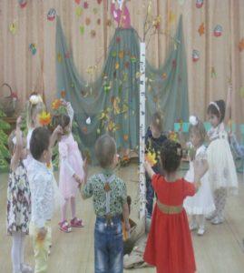 Танец с листочками (1-я младшая группа)