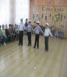 Танец «Яблочко» (средняя группа)