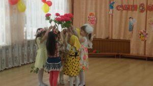 Танец цветов (средняя группа)
