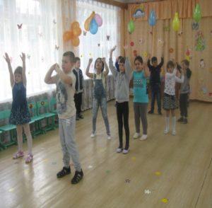 Танец «Мы – маленькие звезды» ( восп. Малышева Н.И.)