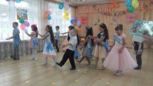 Танец « Мы маленькие звезды»