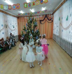 Танец снежинок ( 2-я мл.гр. восп. Малышева Н.И.)