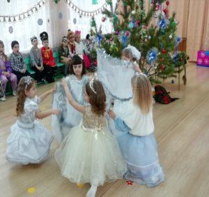 Танец Зимы и снежинок (подг.гр. восп.Зайцева Л.А.)