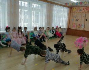 Танец «Спецназ» ( подготовила восп.Козулина Л.Н.)