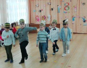 Танец мальчиков 1- разновозр. группы