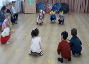 Танец с листочками (восп. Зайцева Л.А.)