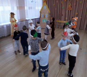 Танец «Мишка с куклой пляшут весело»