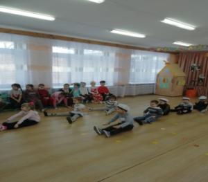 Танец «Бескозырка» (средняя группа)